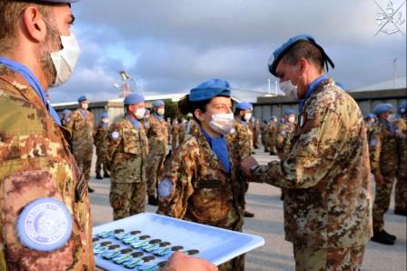 MISSIONE IN LIBANO: MEDAL PARADE AI MILITARI ITALIANI