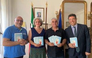 PENSIERI DIVERSI: IL LIBRO DI CARMELO VACCARO PER OGNI ALUNNO DEI CORSI D'ITALIANO DEL CANTONE DI GINEVRA