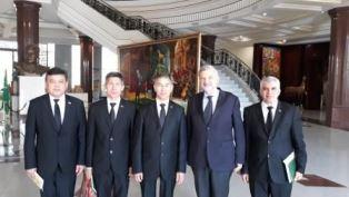 TURKMENISTAN: L'AMBASCIATORE UNGARO INCONTRA IL RETTORE DELL'ACCADEMIA DELLE BELLE ARTI DI ASHGABAT