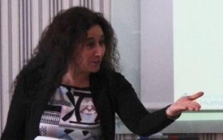 """""""GLI ITALIANI GESTICOLANO PIÙ DEGLI SVEDESI: TRA MITO E REALTÀ!"""": LA RICERCATRICE MARIA GRAZIANO ALL'IIC DI STOCCOLMA"""