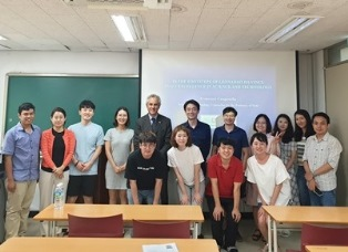 L'ADDETTO SCIENTIFICO DELL'AMBASCIATA AL COLLEGE OF EDUCATION DELLA SEOUL NATIONAL UNIVERSITY