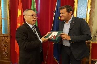 ITALIA – CINA: IL MINISTRO CENTINAIO INCONTRA L'AMBASCIATORE LI JUNHUA