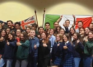ADELAIDE: LA CONSOLE RONZITTI DÀ IL BENVENUTO AGLI STUDENTI ITALIANI NEL SOUTH AUSTRALIA