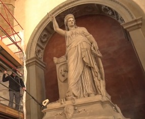 SISTERS IN LIBERTY: LE STATUE DI SANTA CROCE E NEW YORK MAI COSÌ VICINE