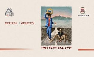 IL CAMPIONE DI POETRY SLAM SIMONE SAVOGIN INAUGURA LA XXXIII EDIZIONE DI TODI FESTIVAL