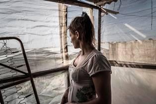 """""""ORO ROSSO. FRAGOLE, POMODORI, MOLESTIE E SFRUTTAMENTO NEL MEDITERRANEO"""": INTERVISTA A STEFANIA PRANDI – di Stella Emolo"""
