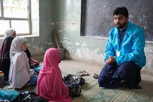 AFGHANISTAN: TRIPLICATI GLI ATTACCHI CONTRO LE SCUOLE/ LA DENUNCIA DELL'UNICEF: 1000 SCUOLE CHIUSE
