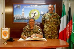IL COMANDANTE LANZA DE CRISTOFORIS (COI) VISITA IL CONTINGENTE ITALIANO IN IRAQ