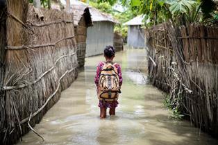 ALLARME UNICEF SUL CLIMA: IN BANGLADESH A RISCHIO LE VITE E IL FUTURO DI 19 MILIONI DI BAMBINI