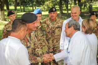MISSIONE IN KOSOVO: I MILITARI ITALIANI DISTRIBUISCONO FARMACI ALLA POPOLAZIONE