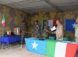 SOMALIA: LA DIFESA DONA EQUIPAGGIAMENTI ALLE SNAF