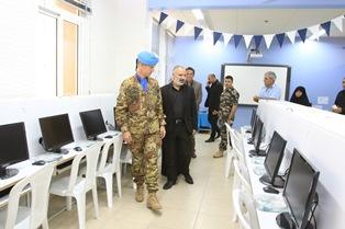 LIBANO: IL CONTINGENTE MILITARE ITALIANO DONA COMPUTER AD UN ORFANOTROFIO NEL SUD DEL PAESE