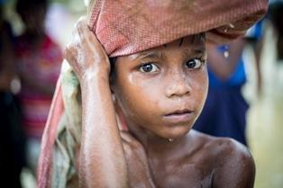 CRISI DEI RIFUGIATI IN BANGLADESH: L'UNHCR CHIEDE 84 MILIONI DI DOLLARI AMERICANI