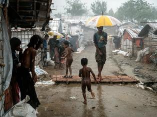 UNICEF: IN BANGLADESH 200.000 RIFUGIATI ROHINGYA – IL 50% BAMBINI – MINACCIATI DA PIOGGE MONSONICHE, INONDAZIONI E FRANE