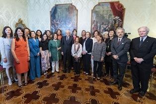 MATTARELLA RICEVE LE DONNE PREMIATE DALLA FONDAZIONE BELLISARIO