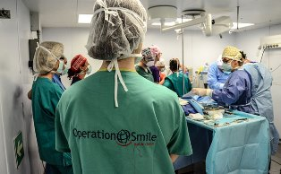 UN MARE DI SORRISI: 17° WEEKEND CLINIC A BORDO DI NAVE CAVOUR CON LA FONDAZIONE OPERATION SMILE ITALIA