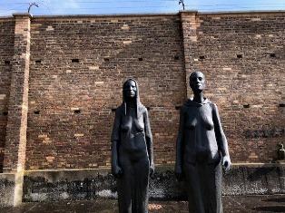 GIORNATA DELLA MEMORIA A RAVENSBRÜCK: CON IL COMITES NEL PRINCIPALE LAGER FEMMINILE DELLA GERMANIA NAZISTA – di Lucia Conti