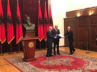 ITALIA-ALBANIA: IL PRESIDENTE META CONFERISCE L'ONORIFICENZA MADRE TERESA AL SENATORE CASINI