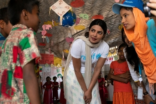 UNICEF: LA GOODWILL AMBASSADOR PRIYANKA CHOPRA INCONTRA I BAMBINI ROHINGYA RIFUGIATI IN BANGLADESH