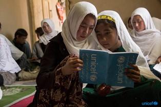 AFGHANISTAN: NEL 42% DELLE FAMIGLIE ALMENO UN MEMBRO DELLA FAMIGLIA SI È SPOSATO PRIMA DEI 18 ANNI/ L'UNICEF LANCIA LO STUDIO SUI MATRIMONI INFANTILI