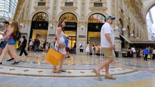 RISPOSTE TURISMO: 2 MILIONI DI TURISTI IN ITALIA PER LO SHOPPING