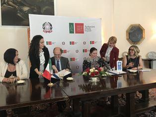 L'AMBASCIATORE LO CASCIO SIGLA DUE ACCORDI ITALIA-UNDP PER LA PUBBLICA AMMINISTRAZIONE IN SERBIA