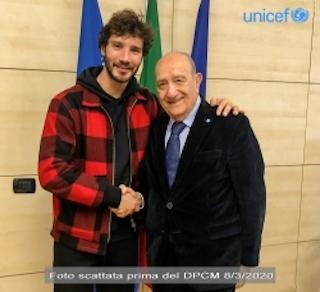 STEFANO DE MARTINO AL FIANCO DI UNICEF ITALIA NELLA CAMPAGNA CONTRO IL COVID-19