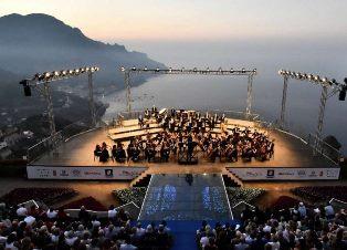 NOTE IN VIAGGIO: PRESENTATO IL PRIMO VOLUME UFFICIALE SUL FENOMENO DEL TURISMO MUSICALE IN ITALIA
