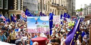 """LONDRA SCENDE IN STRADA PER CHIEDERE IL """"PEOPLE'S VOTE"""" SULL'ACCORDO CON L'UE – di Alessandro Allocca"""