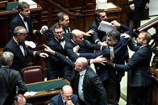 """""""COMPRESSO L'ESAME PARLAMENTARE"""": LA CONSULTA DECIDE SULL'AMMISSIBILITÀ DEL RICORSO DEL PD CONTRO LA LEGGE DI BILANCIO"""