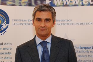 PROTEZIONE DEI DATI E FAKE NEWS E DEMOCRAZIA DIRETTA: A ROMA LA CONFERENZA DEL GARANTE GIOVANNI BUTTARELLI