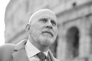 LA STANZA SEGRETA: INTERVISTA DI GIOVANNI STELLA AL COLLEZIONISTA E DESIGNER MASSIMO CAGGIANO
